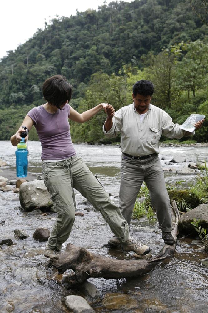 Las blancas aguas de la cascada m gica sistema nacional for Cascada par